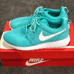 Teal Nike roshe one